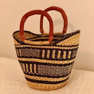 👜 Handwoven straw bag